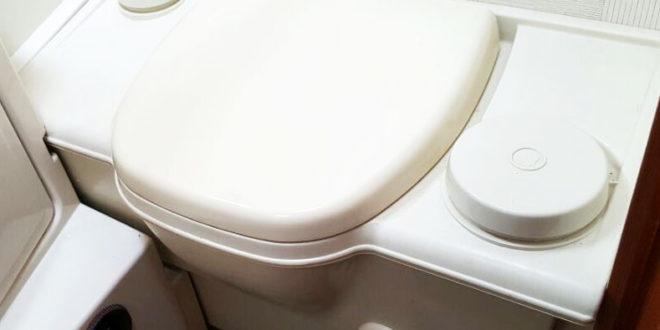 splkasten wc reinigen affordable aquariss calm mbelwcset in wei mit splkasten und waschbecken. Black Bedroom Furniture Sets. Home Design Ideas