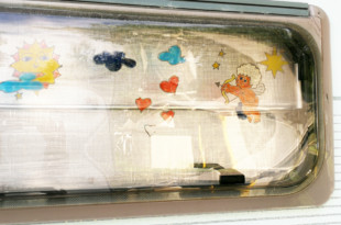 Windowcolor oder Fensterbilder am Wohnwagen entfernen