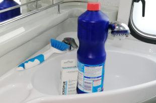 Wohnwagen Frischwassertank desinfizieren und reinigen