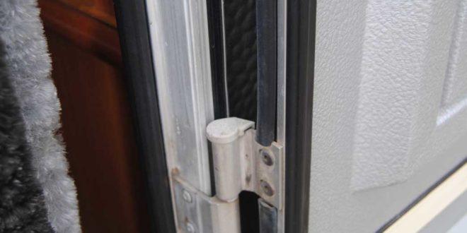 gummiprofil und gummidichtung reinigen am wohnwagen. Black Bedroom Furniture Sets. Home Design Ideas
