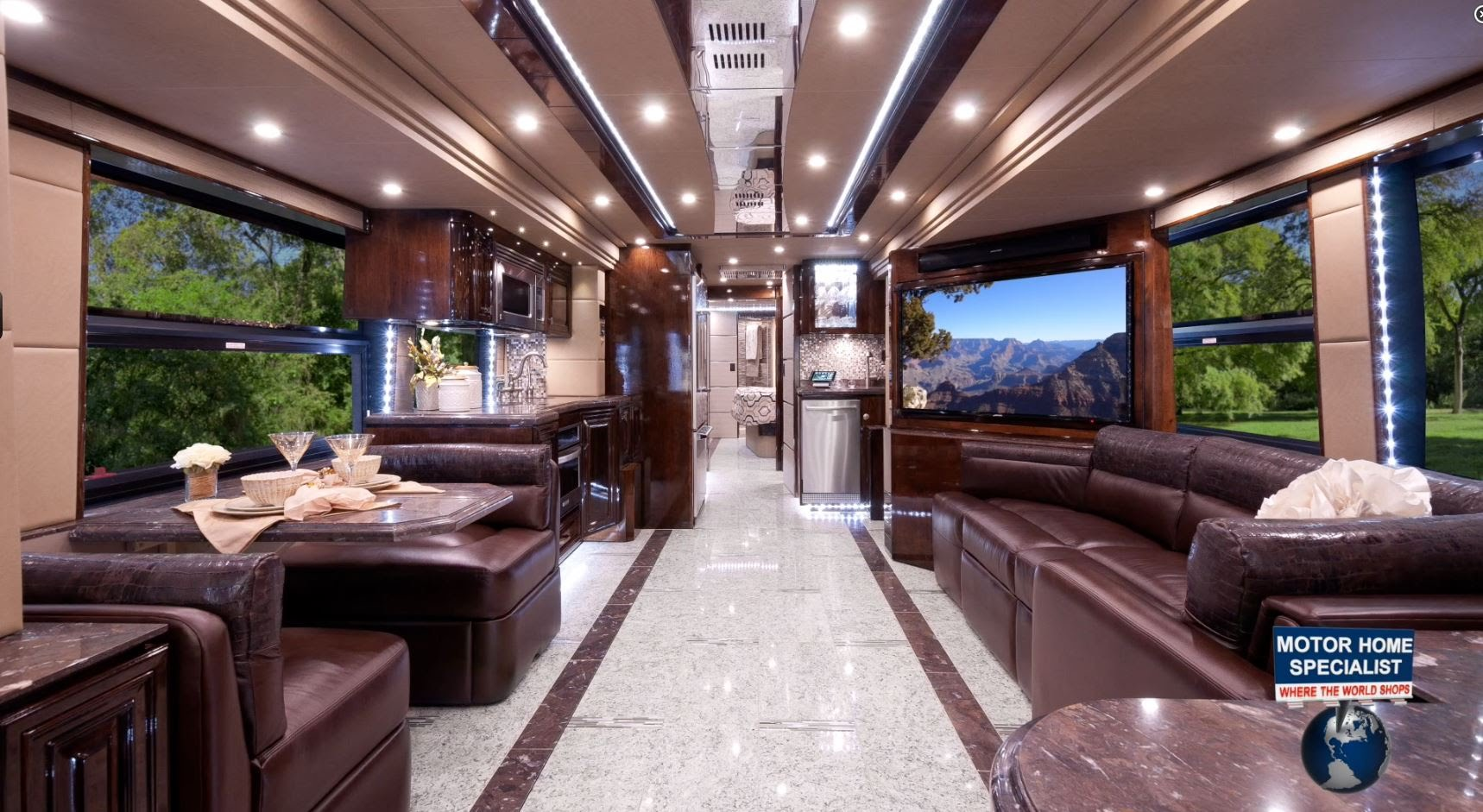 "Bild von 2.2 Million Outlaw Luxury Prevost RV ""The Residency"""