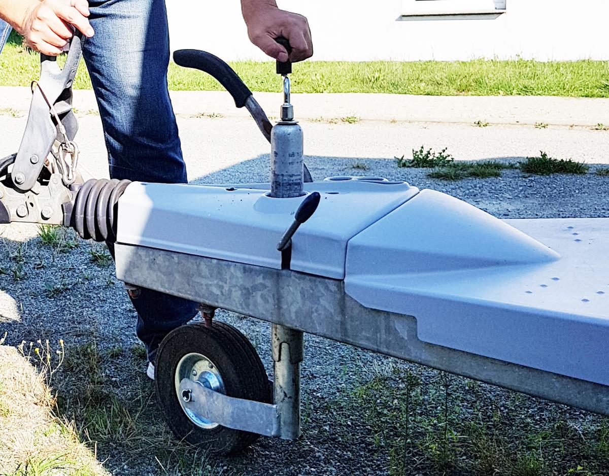 wohnwagen ausrichten und richtig abstellen camping experten. Black Bedroom Furniture Sets. Home Design Ideas