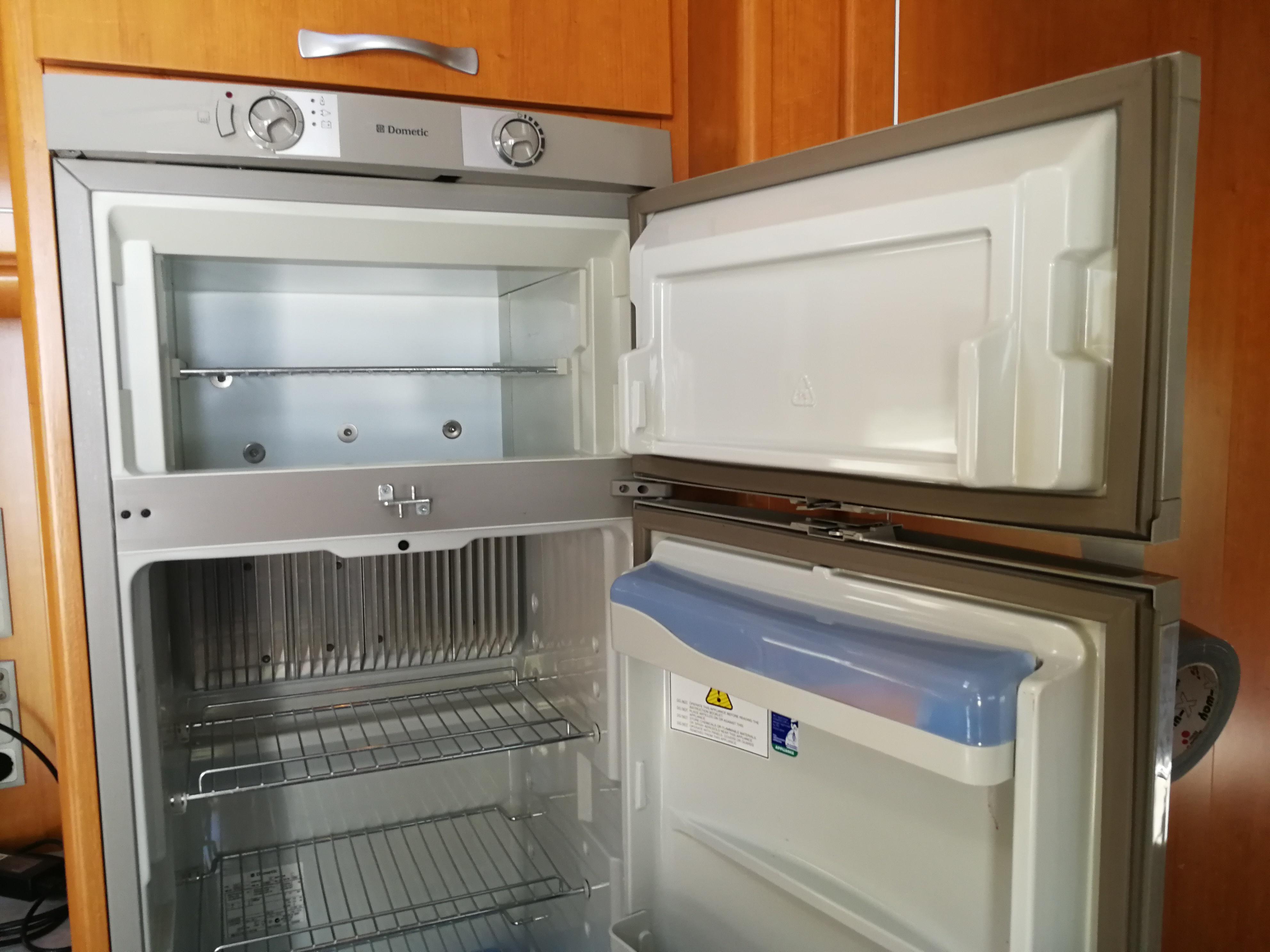 Electrolux Kühlschrank Wohnmobil : Camping kühlschrank tausch der wärmeleitpaste camping experten