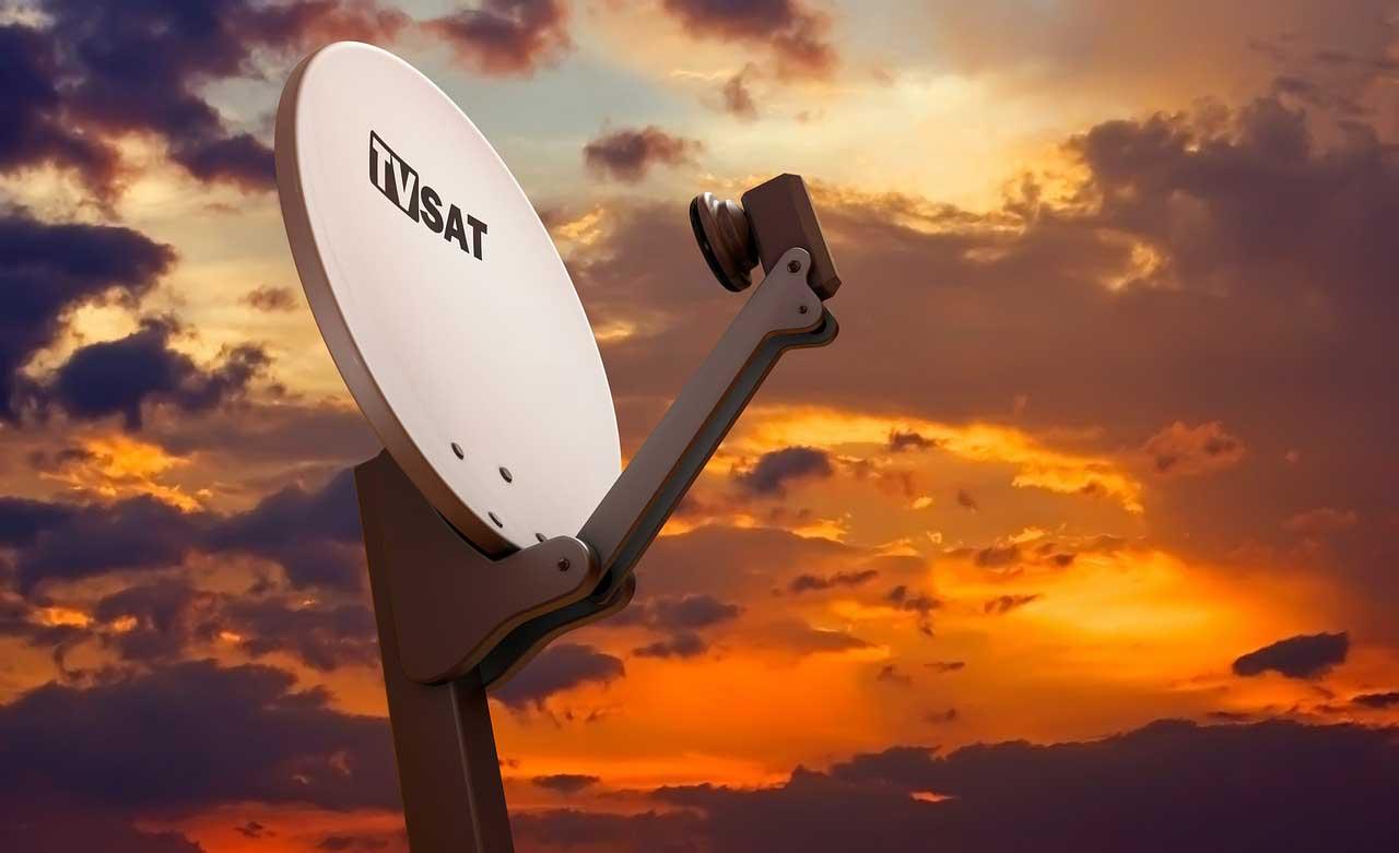 Bild von SAT Finder benutzen – Camping Antennen ausrichten