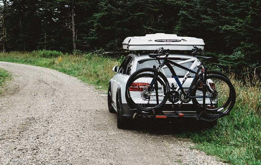 Mit Dachbox und Fahrradhalterung verlegen Sie wichtigen Stauraum nach außen.