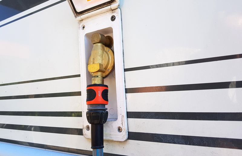 City-Wasseranschluss am Wohnwagen