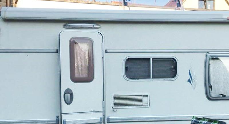 Bild von Anleitung: Wohnwagen Türfenster neu einkleben