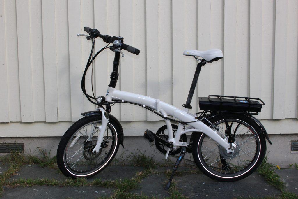 Inzwischen gibt es auch klappbare E-Bikes, die natürlich ideal im Inneren des Campers verstaubar sind.