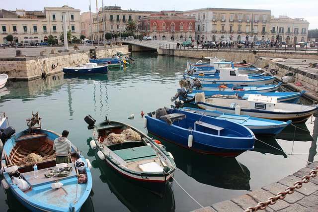 Der Hafen von Syrakus lädt zum verweilen ein.