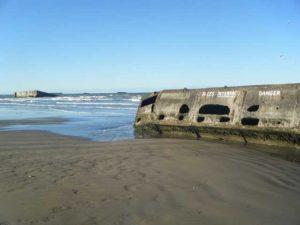 Alte Bunkeranlagen aus dem 2. Weltkrieg finden sich an den Stränden der Normandie