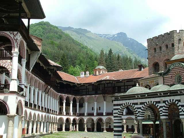 So viel Kultur muss sein: Das Rila Kloster im Hinterland von Bulgare ist definitiv ein Besuch wert.