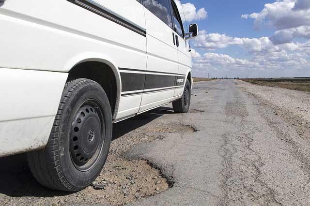 Strassen im ländlichen Raum von Bulgarien sind teilweise recht abenteuerlich.