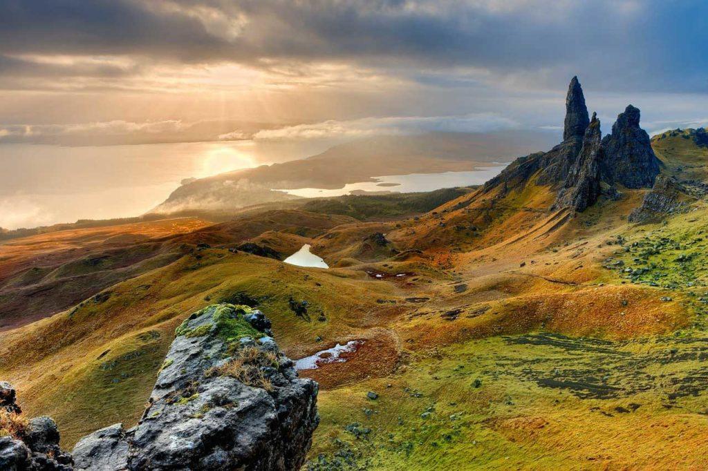 Passend zu den wilden Highlands kann man auch mit einem Zelt bepackt in der Wildnis campieren.