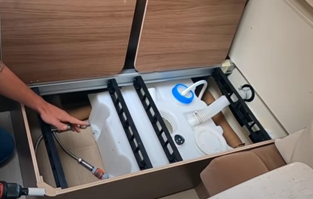 Warum Einbau, Frischwasseranschluss im Wohnwagen?